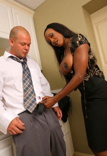 Klick auf´s Bild für Big Tit Ebony